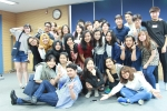외국인 유학생과 한국 학생들의 문화 교류회의 모습이다