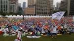보육교직원 1만 5천 여 명이 참석한 가운데 서울광장에서 맞춤형보육 제도개선 및 시행연기 결의대회를 개최하였다
