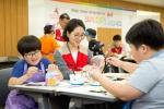 롯데월드 어드벤처 샤롯데 봉사단은 송파구 아동복지시설 아동 중 예술에 관심 또는 소질이 있는 아동을 대상으로 첫 드림 Art 스테이지를 진행했다