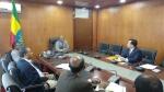한화(대표이사 박재홍(오른쪽))는 에티오피아 수도 아디스아바바에서 에티오피아 건설공사 ECWC, CEO 하이레메스켈 테페라(사진 중앙)와  건설중장비 공급 및  투자사업에 대한 양해각서를 체결하였다.