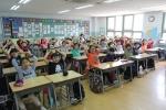 사랑의 동전 모으기 캠페인에 참여한 서울 보라매초등학교 학생들