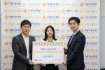 스탑북이 데일리북 판매 금액의 일부를 아름다운재단 이른둥이 지원 사업에 기부했다