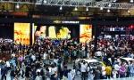 쉐보레가 2016 부산모터쇼에서신제품을 비롯 20여종의 차량 전시와 더불어 쉐보레 부스를 찾는 관람객을 위한 다채로운 볼거리와 즐길 거리를 제공하고 있다
