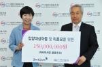 [사진] 제로투세븐이 1억 5천만원 상당의 자사 물품을 대한사회복지회에 전달했다. 좌측 안경화상무(제로투세븐), 우측 이용흥 회장(대한사회복지회)