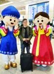 지난 9일 인천국제공항을 통해 입국한 아티스트 마틴 게릭스를 환대하는 한국관광공사 이벤트