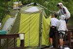 1차 야영캠프 참가자들이 텐트를 설치하고 있다