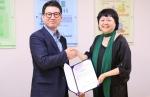 에이블세라미스트 차화숙 대표(오른쪽), 서울시립북부장애인종합복지관 손영호 관장(왼쪽)