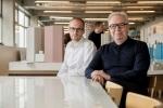 (왼쪽부터) 건축 분야 프로테제 사이먼 크레츠, 멘토 데이비드 치퍼필드