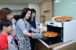 삼성전자가 7월 말까지 홈플러스와 연계해 삼성 직화오븐으로 간편하면서도 맛있는 요리를 완성하는 쿠킹 클래스를 진행한다