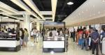 KTC듀티프리 사후면세점에서 쇼핑을 즐기고 있는 중국 관광객