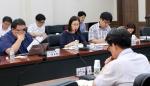 충남연구원이 22일 개최한 제1차 석탄화력발전과 미세먼지 세미나에서 명형남 박사 가 발표하고 있다