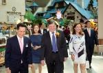 롯데월드 어드벤처가 주한 브라질대사관과 롯데월드 어드벤처에서 삼바축제 홍보 강화 및 문화 교류를 위한 업무협약을 체결했다