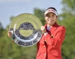 건국대 골프부 이보미가 일본여자프로골프투어 시즌 2승과 함께 11개 대회 연속 톱5에 드는 신기록을 세웠다
