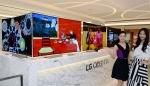 LG전자는 서울 종로구 소재 신세계 면세점 명동점에 65형 LG 울트라 올레드 TV(모델명: 65EG9600) 4대를 설치하고 차원이 다른 화질과 디자인으로 격조 높은 매장 인테리어를 연출했다