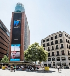 스페인 마드리드 까야오 광장에 설치된 가로 6m, 세로 37m의 초대형 LED 옥외 전광판. 이 전광판은 삼성전자 아웃도어용 스마트 LED 사이니지가 사용됐다