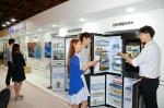 삼성전자가 30일, 31일 이틀간 그랜드 하얏트 서울에서 열린 '2016 F/W 와이즈웨딩 스타일링 페어'에서 신개념 냉장고 '패밀리 허브'를 비롯한 주요 프리미엄 혼수가전들을 선보였다