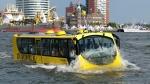 네덜란드 현지에서 운행 중인 수륙양용 버스