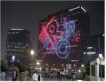 김종덕 문화체육관광부 장관은 1일(월) 저녁, 'CREATIVE KOREA' 로고를 활용한 외벽 영상(미디어파사드) 전시 현장인 서울스퀘어를 방문하여 세빌스 코리아(대표 전경돈) 관계자들을 격려한다