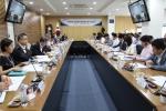 3일 한국장학재단 대구본사 대회의실에서 재단 안양옥 이사장을 비롯한 임직원과 대학 장학담당자 협의회 관계자 및 대학생들이 고객만족 상담체계 개편을 위한 대토론회를 개최하고 있다