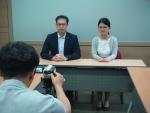 중국인유학생 강효명 손영 학생이 최근 자신을 알리는 동영상 촬영을 준비중이다