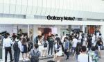 서울 삼성동 코엑스 몰에 마련된 행사장에서 많은 소비자들이 갤럭시 노트7의 혁신 기능을 체험하고 있다
