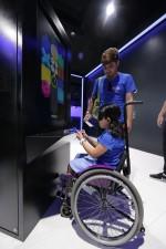 브라질 장애 아동들이 11일 국제 패럴림픽 위원회 무선통신 분야 공식 파트너사인 삼성전자가 마련한 갤럭시 스튜디오에서 갤럭시 스마트폰의 접근성 기능을 체험하고 있다