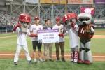 왼쪽부터 손병수 씨, 넥센타이어 마케팅팀 이석훈 팀장, 신운호 씨