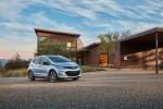 쉐보레가 미국 현지시각 13일 올 하반기 판매 개시를 앞둔 순수전기차 볼트EV가 미국 환경청으로부터 238마일의 1회 충전 주행거리를 인증 받았다