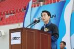 최진용 사장이 대한전선 노사 한마음 페스티벌의 개회를 선언하고 있다