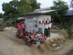 전력공급소와 마을 주민들의 모습(사진: 비즈니스와이어)