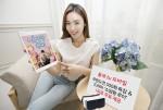 KT홍보모델이 올레 tv 모바일을 통해 MBC 신규 수목 드라마 '쇼핑왕 루이' VR영상을 이용하는 방법을 소개하고 있다
