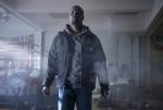 마블 루크 케이지 스틸컷. 넷플릭스가 마블 코믹스 최초의 흑인 슈퍼 히어로 시리즈인 마블 루크 케이지를 금일 오후 4시1분 전 세계에 동시 공개한다