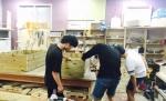 광주광역시 학교밖청소년지원센터에서 설치한 목공작업장에서 학교 밖 청소년들이 주문이 들어온 가구를 제작하고 있다