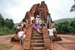 하나투어가 9월 28일부터 5일간 일정으로 베트남에서 15명의 아티스트들과 함께 문화예술 희망여행을 실시했다
