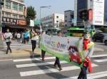 도로교통공단 서울지부가 11일 11-12시 경동시장 사거리에서 어르신 교통사고 제로 캠페인을 실시했다