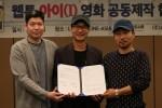 웹툰 아이가 영화화 판권 계약을 체결했다 (왼쪽부터) 디콘이앤엠 이형근 대표, 남정훈 작가, 코비엔터테인먼트 박병철 대표