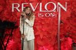 뉴욕 리파이너리 호텔에서 열린 레브론x시에라 출시 행사에서 레브론 브랜드 홍보대사 시에라가 공연을 하고 있다