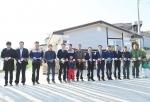 제1호 볼보 빌리지 헌정식에 참석한 석위수 볼보건설기계코리아 사장(오른쪽 여섯 번째), 하창환 합천군수(오른쪽 다섯 번째)와 강대권 해비타트 본부장(왼쪽 다섯 번째)이 입주자 및 관계자들과 기념사진을 촬영하고 있다