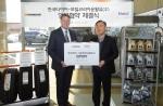 좌측부터 모빌코리아윤활유 사장 사이먼 리즈, 한국타이어 한, Retail 담당 임원 이태환 상무