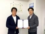 IOT, 사물인터넷 전문기업 빛컨과 일본의 WISW IT 업무협약을 체결했다 왼쪽부터 WISW IT 아오야마 대표, 빛컨 김민규 대표
