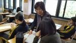 1인1책 독립출판 수료생이 강사로 데뷔, 서울 정원여중 학생들의 1인1책 수업을 지도하고 있다