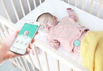 영아용 웨어러블 디바이스 착용 및 앱 사용 예시