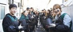 건국대 재학생과 외국인 유학생·교수·직원 등 100여명으로 구성된 지역사회봉사단 컴브렐라가 연탄배달 봉사활동을 펼쳤다