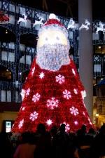크리스마스를 맞아 롯데월드 어드벤처가 산타의 선물이라는 컨셉으로 다양한 탈거리와 즐길거리로 3일간의 크리스마스를 진행한다
