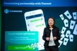 벨린다 웡 스타벅스 차이나 CEO가 중국 내에서 새로운 소셜 기프팅 경험과 추가 모바일 결제 옵션을 제공하기 위한 전략적 파트너십 체결을 발표하고 있다