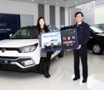 쌍용자동차가 티볼리 브랜드의 창사 이래 최단기간 내수 10만대 판매 달성을 기념하여 지난 19일 10만 번째 차량 전달식을 개최했다