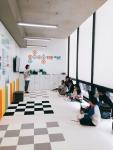 인포마크가 오픈한 로보랑 체험존에서 운영하는 대시앤닷으로 배우는 로봇 코딩 수업 모습