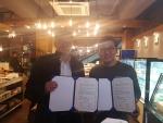 누리봄 협약단에 협력을 약속한 인유단베이커리 김범식 대표(우측)