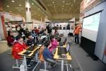 지난해 교육박람회 행사장에서 교육을 받고 있는 학생들