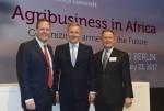 롭 스미스 AGCO 수석부사장 겸 유럽/중동 지역 매니저, 크리스티안 불프 전 독일연방 대통령, 게리 칼라 AGCO 아태/아프리카 수석부사장이 AGCO 아프리카 서밋 2017에 참석했다